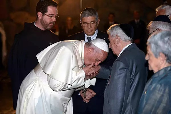 pope francis kisses hands