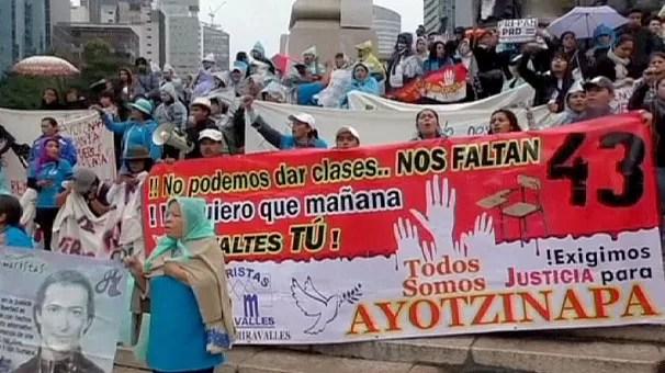 Messico: scontri davanti sede del governo, quindici arresti
