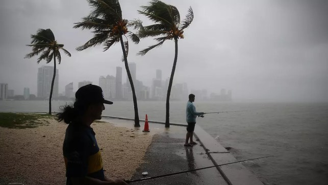 Hurricane warning issued as Tropical Storm Gordon hits Gulf