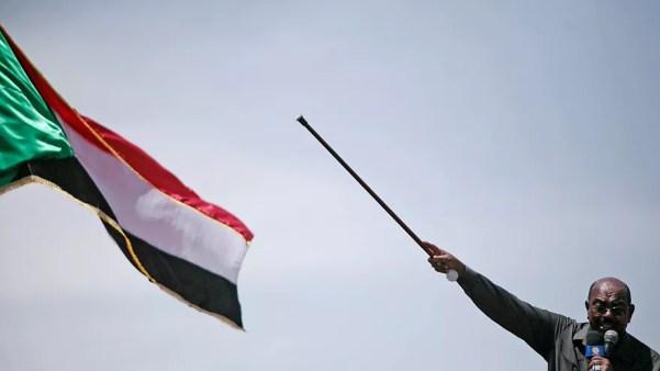 عمر البشير خلال إلقاء كلمة في دارفور