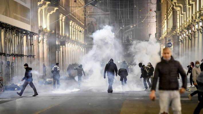 Coronavirus: Protests in Italy over new pandemic crackdown turn violent    Euronews