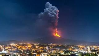 Filipinas evacuam milhares de pessoas por erupção do vulcão taal. Vulcao No Monte Etna Em Erupcao E A Espalhar Cinzas Euronews