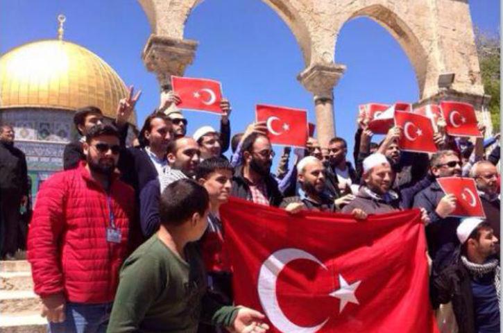 https://i0.wp.com/static.europe-israel.org/wp-content/uploads/2015/04/les-palestiniens-manifestent-pour-soutenir-la-Turquie.jpg