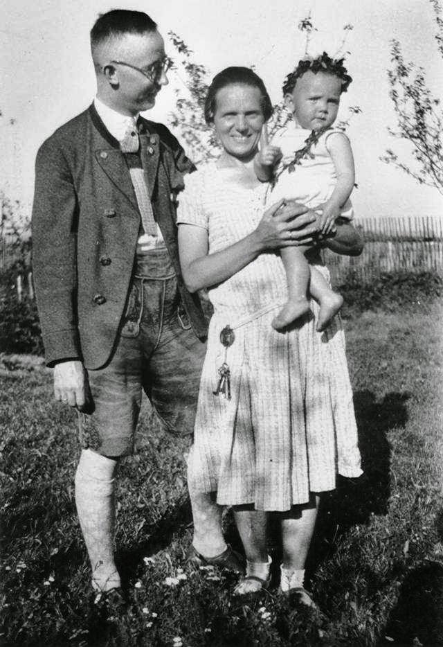Heinrich_ Himmler_with_Margaretha_Boden_Gudrun_1928