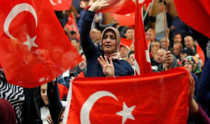 https://i0.wp.com/static.europe-israel.org/wp-content/uploads/2017/04/a-metz-de-nombreux-supporteurs-du-president-erdogan-sont-venus-ecouter-le-ministre-turc-des-affaires-etrangeres-mevlut-cavusoglu_5841759.jpg