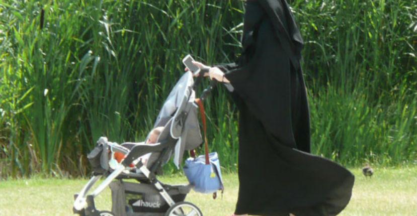 https://i0.wp.com/static.europe-israel.org/wp-content/uploads/2017/07/femme-niqab-pousette.jpg