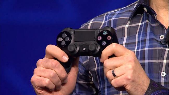 ps4 controller dualshock 4 Sony presenta ufficialmente la PlayStation 4