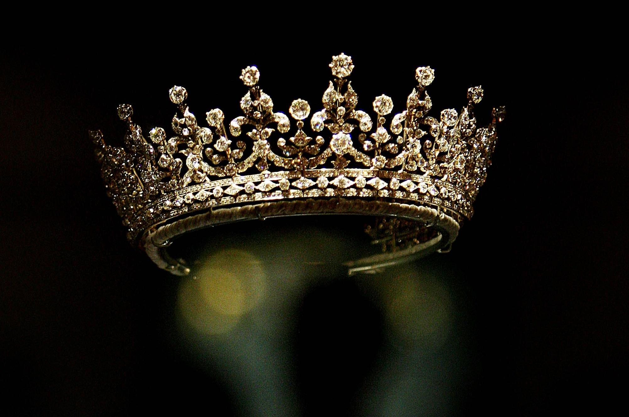 Cartier lo stile e la storia in mostra i gioielli pi belli della maison VIDEO