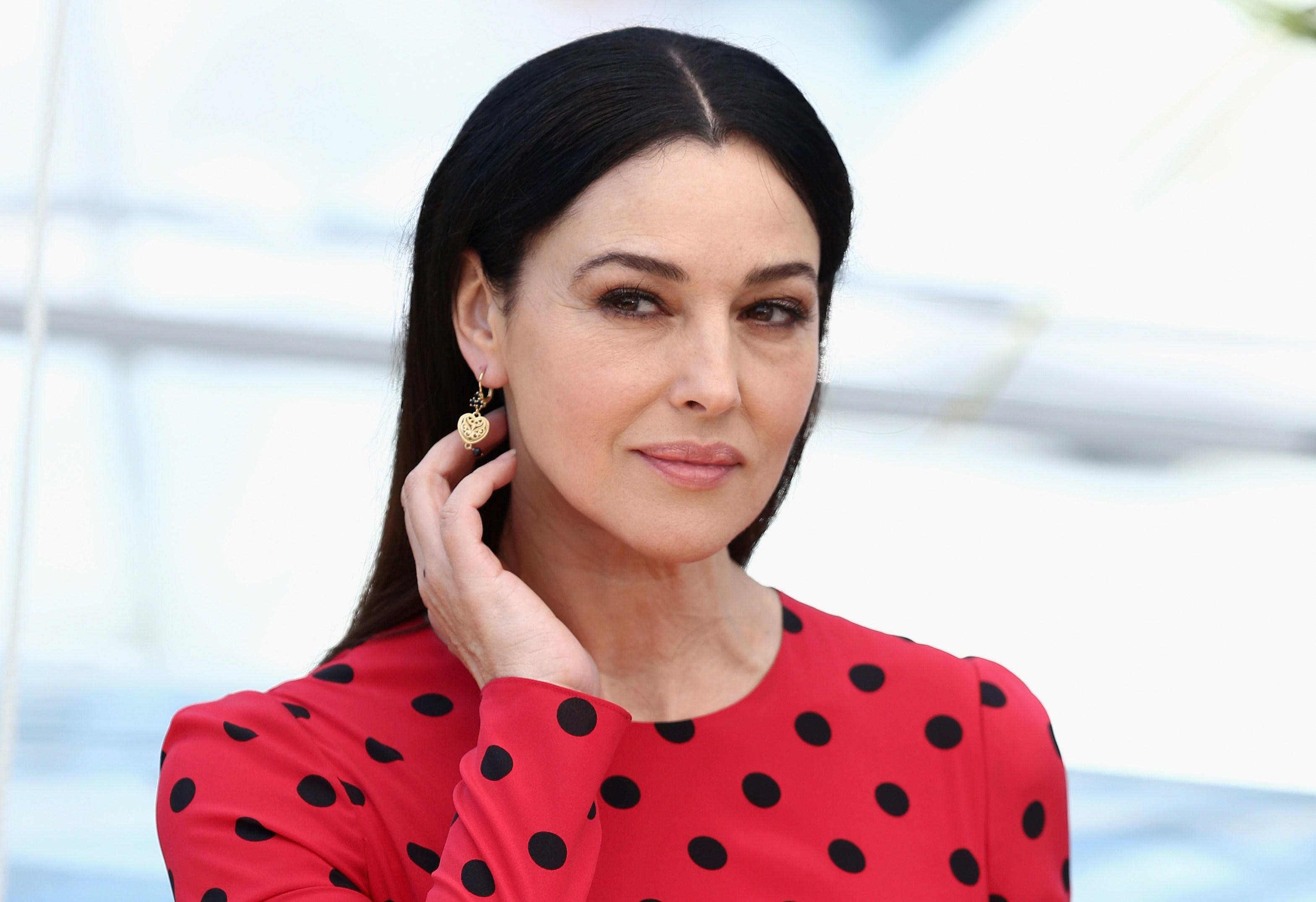 Monica Bellucci manda in delirio Cannes con la sua