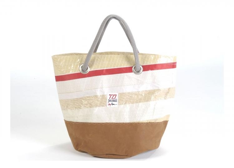 Le borse realizzate con le vele delle navi  Donna Fanpage