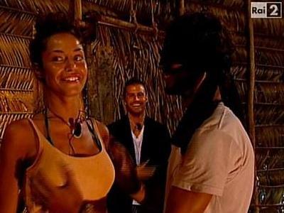 Isola dei Famosi 2011 il seno della Fico orienta Thyago il video