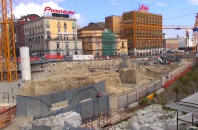 Metr dal cantiere di Piazza Municipio spunta una nave romana