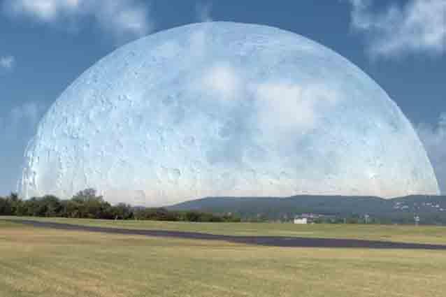 Come sarebbe la Luna a 400 km dalla Terra (VIDEO).