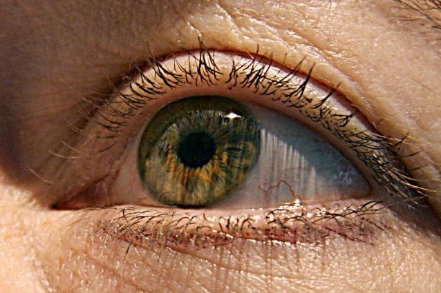 Il riflesso nell'occhio della vittima può svelare il volto del carnefice.