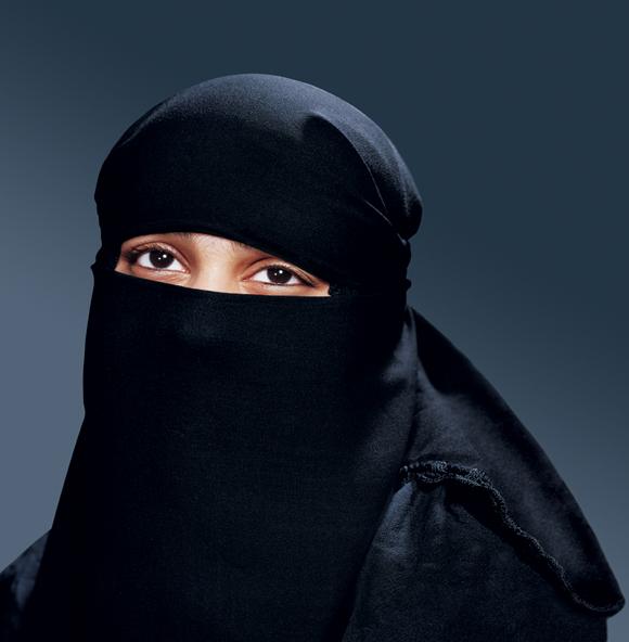 Venezia donna sale sullautobus col burqa lautista