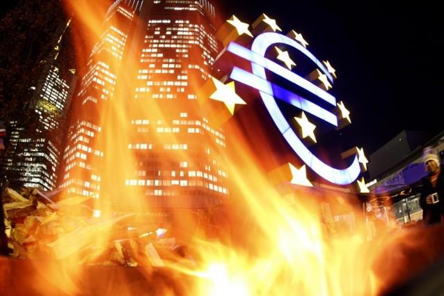 L'Euro sta per saltare, le banche studiano piani di emergenza - lo rivela il NyT.