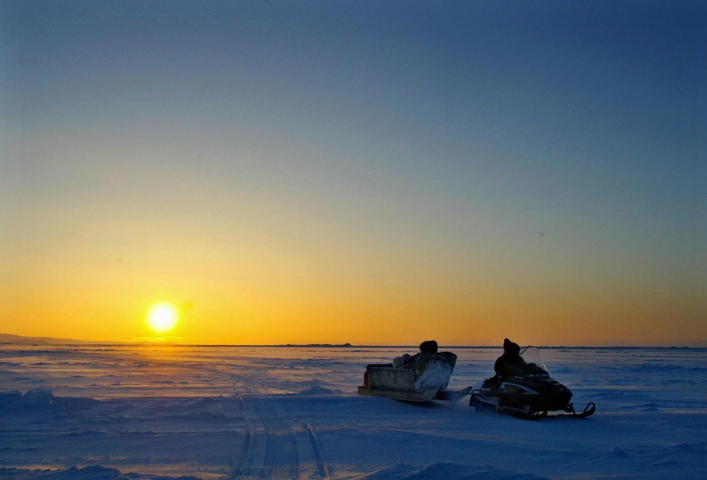 Il lungo viaggio attraverso lo stretto di Bering dei