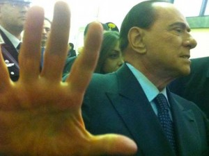 https://i0.wp.com/static.fanpage.it/socialmediafanpage/wp-content/uploads/2013/03/Berlusconi-giudici-300x225.jpg