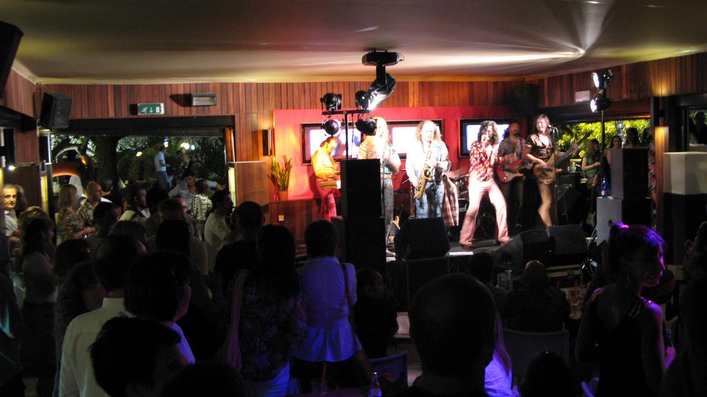 La vita notturna a Rimini tra discoteche bar e locali on