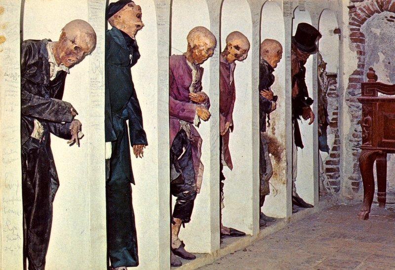 Mummie italiane viaggio macabro tra cripte e cimiteri