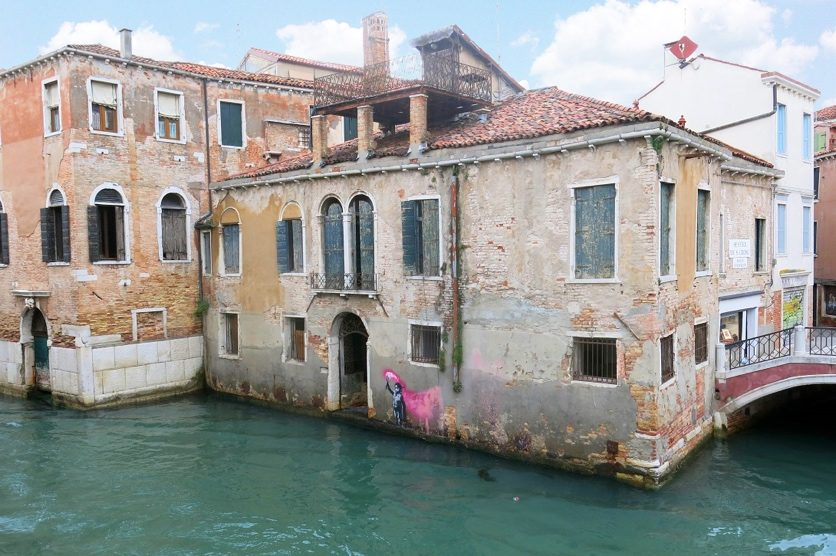 Smalto murale bianco, 8€, 12€. Banksy A Venezia Il Nuovo Murale Fa Schizzare Il Valore Di Un Palazzo Storico