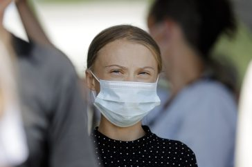"Greta Thunberg dona 100.000 euro all'Oms per i vaccini ai Paesi poveri: ""Aiutare i più vulnerabili"""