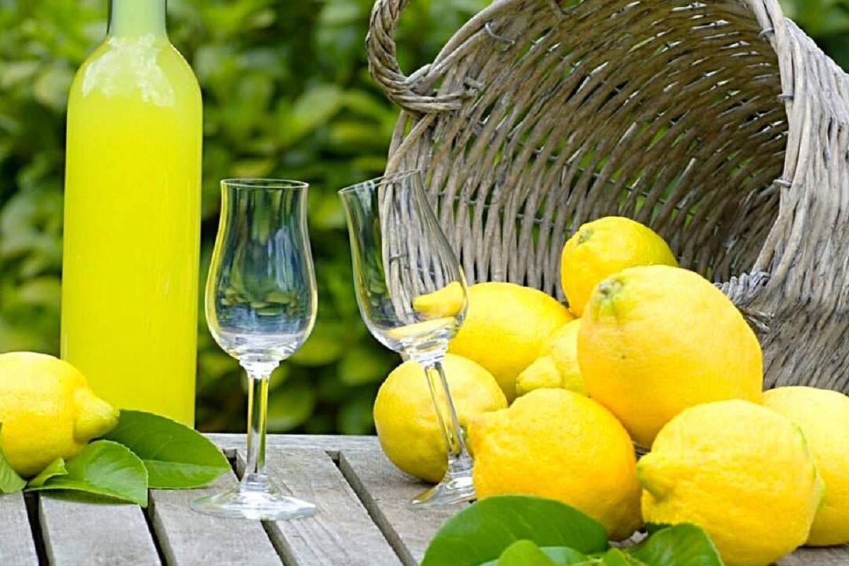 Limoncello la ricetta originale del liquore tipico della