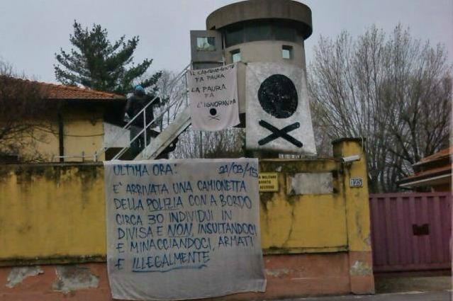Milano sgomberata lex caserma Mameli occupata dai Pirati