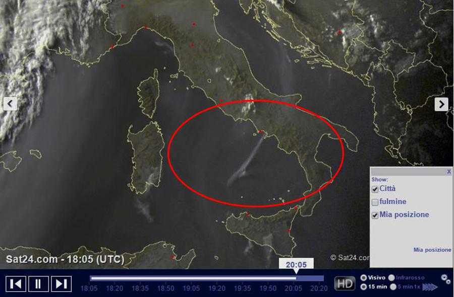 Incendio Vesuvio i fumi si vedono dal satellite Polemica