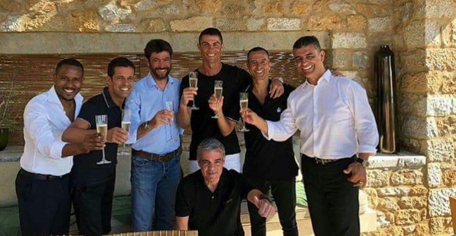 Cristiano Ronaldo alla Juventus il brindisi con il presidente Andrea Agnelli