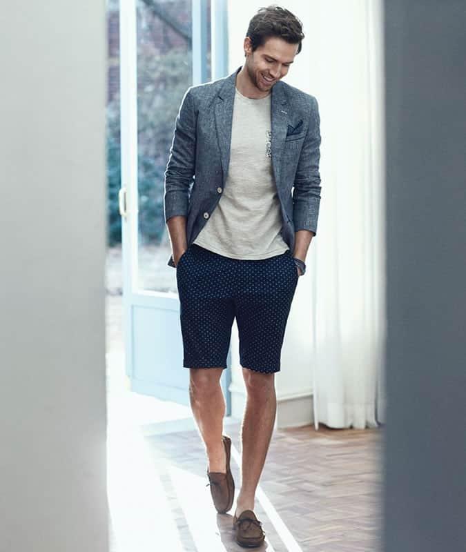 Short ajusté + tee-shirt + tenue de blazer non structurée