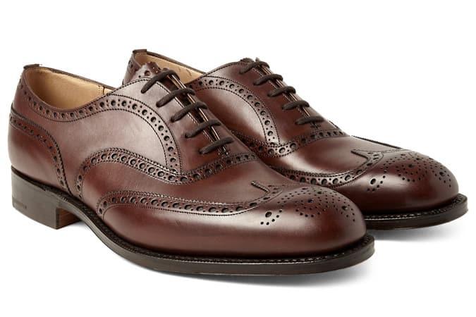 Chaussures à bout d'aile de l'Église