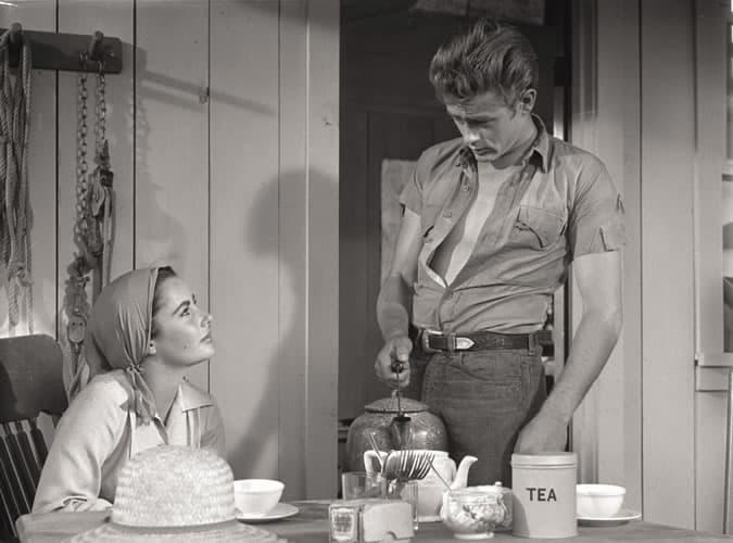 James Dean portant une chemise à manches courtes