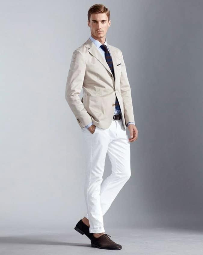 Jean blanc élégant et décontracté pour hommes avec une chemise et une tenue de blazer Lookbook