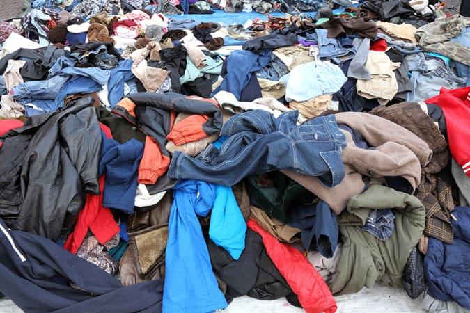 Pile de vêtements pour le recyclage