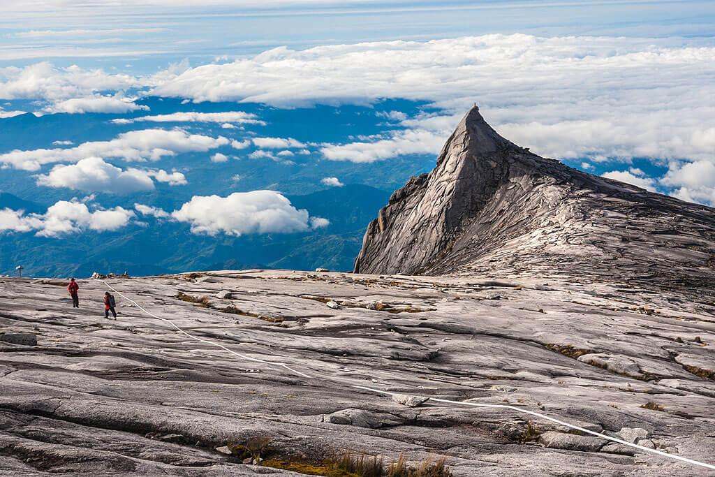 At a height of 4,095 metres (13,435 feet) above sea level, mount kinabalu is southeast asia's highest peak. Kota Kinabalu Highlights Und Sehenswurdigkeiten