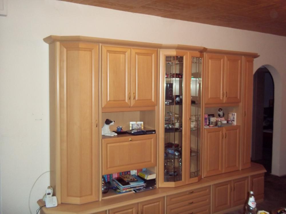 Moderner Wohnzimmerschrank Mit Glastueren Und Led Beleuchtung