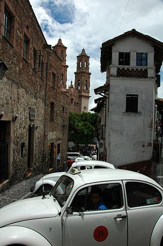 Taxco - 15 Templo de Santa Prisca and beetle