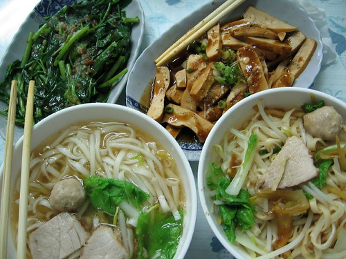 noodles, tofu and vegetables
