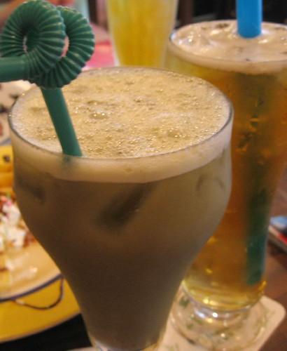 green tea + yogurt and green tea + 愛玉