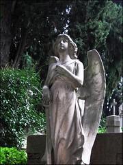 Statua al Verano di Roma