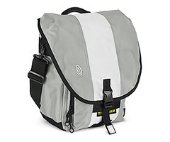Timbuk 2 Blogger bag (in silver white silver)