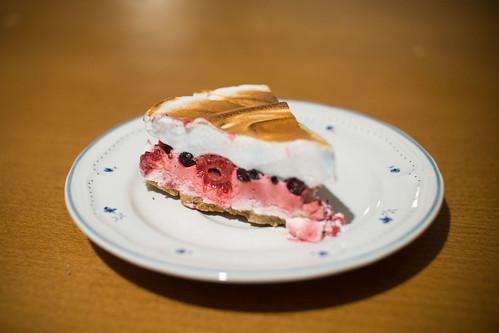 Rode vruchten-meringue