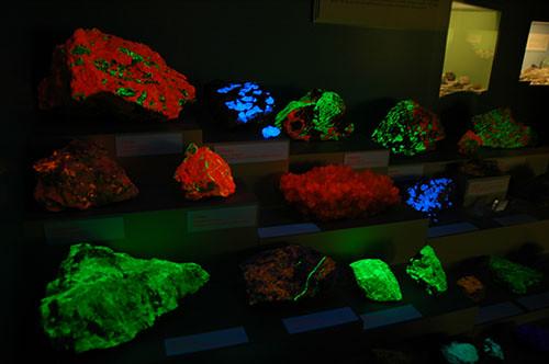 Glenbow Museum - Glow in the dark minerals