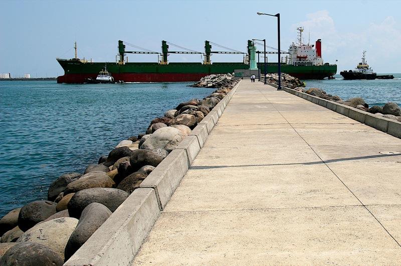 explanada en la entrada el puerto