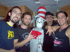 Nitidus hang out with The Cat in The Hat (by Kristian Grondman)