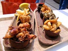 Algo de pescado y frituras en el puerto de Mar del Plata