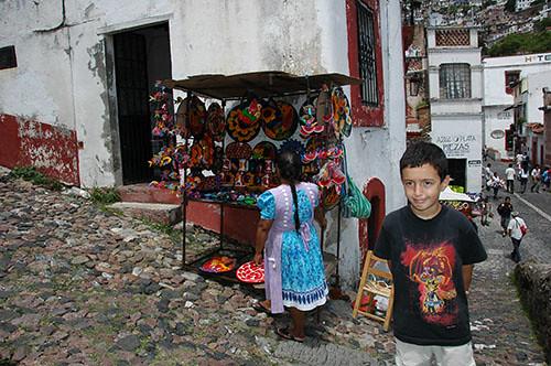 Taxco - 18 Nadav and Indian street vendor