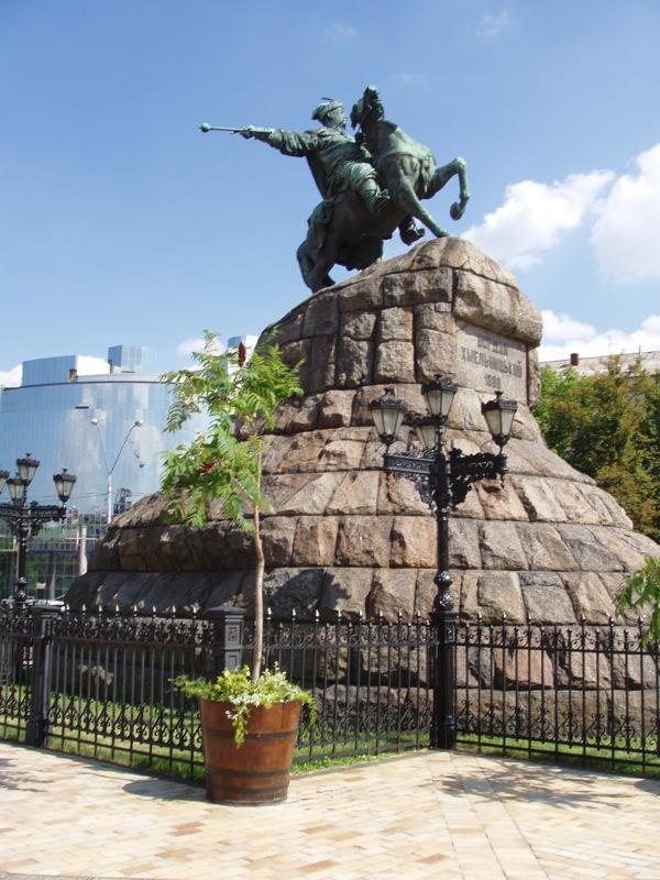 Kyiv Sofiyska Sq Khmelnytsky mon.jpg