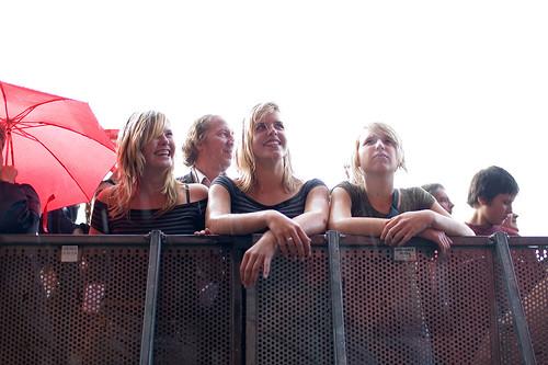 Meisjes in de regen